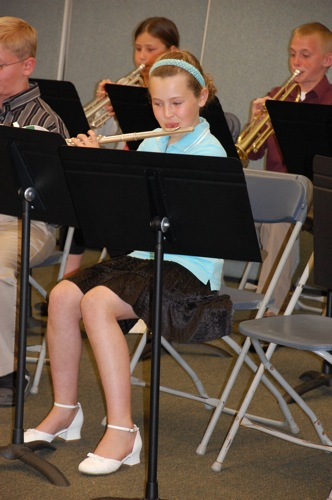 Emma in band